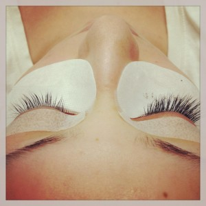 Lash Extensions: What to Expect During Your Service